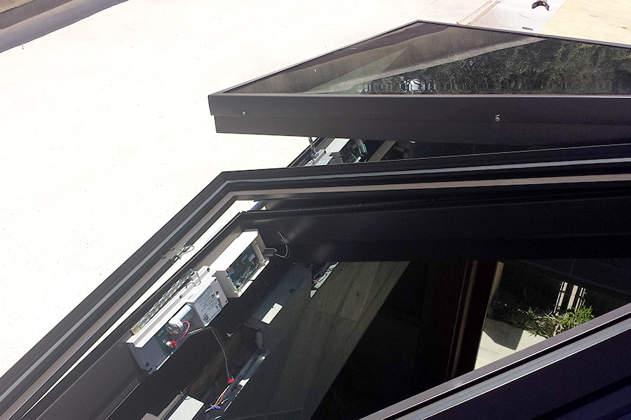 pyramid-electric-operable-panels-motor-detail.jpg